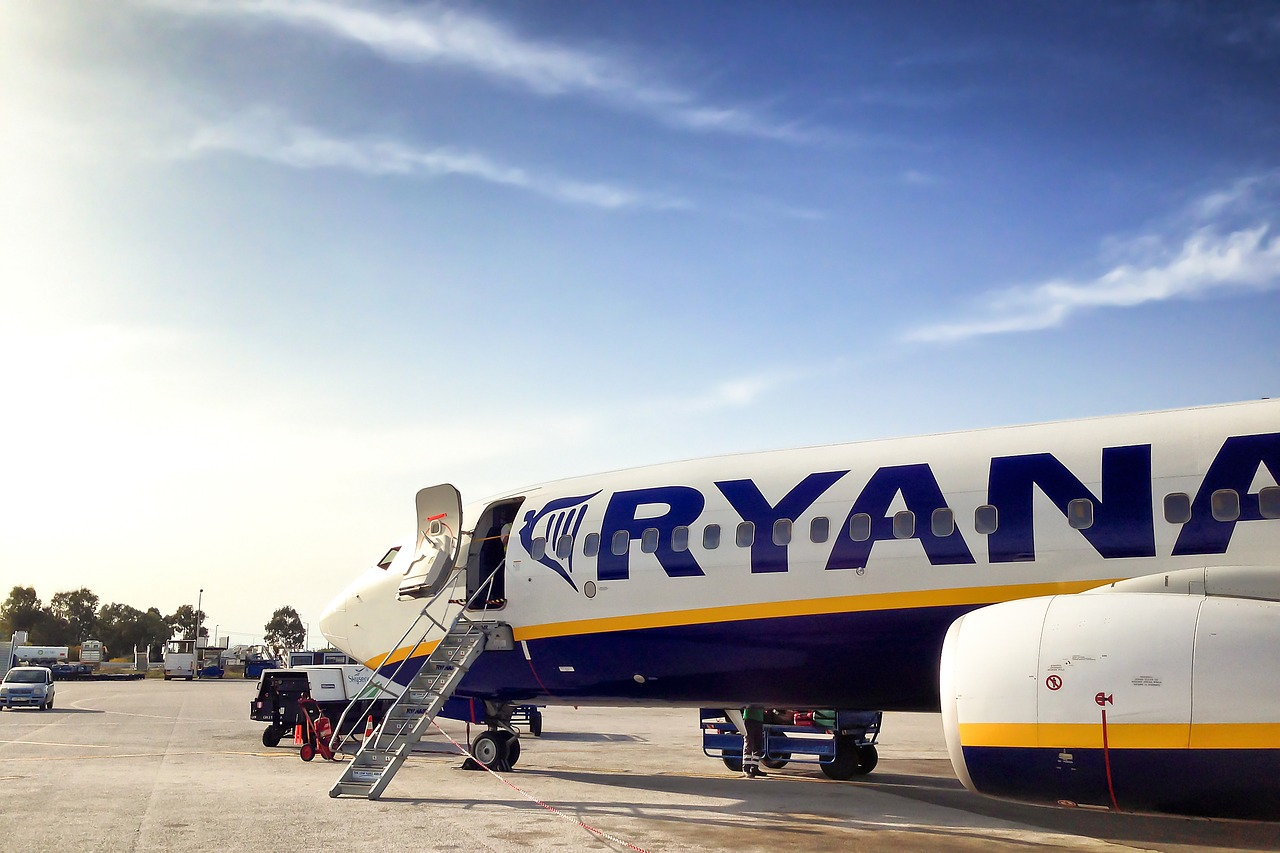 "Ryanair ""prepared to recognize"" unions to avoid Christmas strike action"